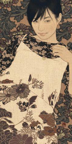 En la delicada obra de Yasunari Ikenaga (1965) la mujer conserva la elegancia presente en la pintura japonesa antigua y está realizada en rollos de seda o papel, que tradicionalmente se utilizan para representar motivos religiosos y escenas de la vida cotidiana.