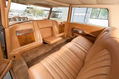 Interior of 1963 Citroën DS 21 Présidentielle Rolls Royce, Vintage Cars, Antique Cars, Citroen Xantia, Automotive Upholstery, Best Luxury Cars, Best Classic Cars, Amazing Cars, Motor Car