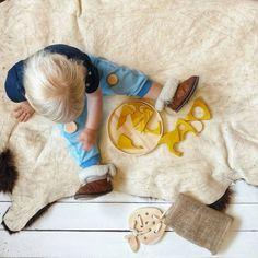 Наш малыш играет с нашими игрушками с огромным удовольствием. Сегодня у него пицца 4 сыра))) 🧀🍕🧀🍕 Жёлтый цвет, который даёт куркума полностью является безопасным покрытием. Для заказа пишите/звоните. WhatsApp/Viber/Telegram.  P. S. Напоминаю, что у вас есть выбор размера пиццы.  #игрушки #игрушкииздерева#москва#игрушкидлядетей#развивающиеигрушки#пицца#вкусно#красиво#дети#осень#тепло #спонсоры#подарок#уют