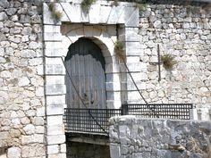 http://caperucitasdeasfalto.com/2014/03/24/relato-advertencia-bruja-y-el-caballero-consejos/ (Imagen: Castillo de Chinchón)