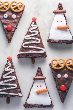 Brownies for Christmas. Bag these delicious brownies and decorate them to make it brown . Bag diese köstlichen Brownies und dekorieren Sie sie, damit es braun… Brownies for Christmas. Bag these delicious brownies … - Christmas Party Food, Christmas Sweets, Christmas Cooking, Noel Christmas, Christmas Goodies, Simple Christmas, Christmas Crafts, Christmas Baking For Kids, Christmas Desserts Easy