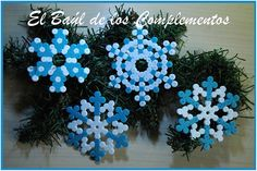 Christmas snowflakes decorations hama beads by El baúl de los complementos