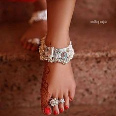 Payal Designs Silver, Silver Anklets Designs, Anklet Designs, Gold Earrings Designs, Silver Payal, Jewellery Designs, Toe Ring Designs, Silver Jewellery Indian, Silver Jewelry