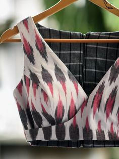 Kalamkari Blouse Designs, Sari Blouse Designs, Designer Blouse Patterns, Fancy Blouse Designs, Blouse Styles, Blouse Designs High Neck, Saree Blouse, Sarees, Suit