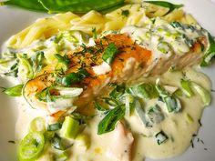 Lachs in Frühlingszwiebel-Sahne-Sauce, ein sehr leckeres Rezept mit Bild aus der Kategorie Braten. 215 Bewertungen: Ø 4,4. Tags: Braten, einfach, Fisch, Hauptspeise, Schnell