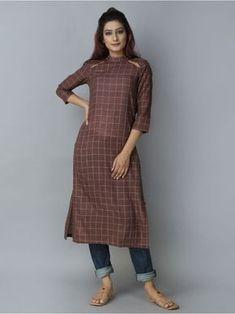 Mehroon Khadi Straight Kurta Churidar Designs, Kurta Designs Women, Blouse Designs, Stylish Dresses, Fashion Dresses, Fancy Kurti, Kurta Style, Kurta Neck Design, Neck Designs For Suits