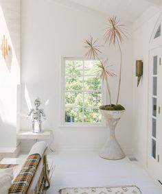This Jewelry Entrepreneur's Home is a Vintage-Filled Gem – Rip & Tan Zara Home, White Painted Floors, Modern Bohemian, Dream Decor, White Decor, White Paints, Home Projects, House Tours, Chic