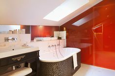 Hotels & Resort, Awesome Parisian Interiors Design In Luxurious Bathroom With Amazing Decor In Beige And Red Color Scheme White Bathtub Floor Chrome Faucet: Parisian Interiors Design in Hotel with Special Room Decorations Luxury Interior Design, Bathroom Interior Design, Interior Architecture, Fine Hotels, Hotel Interiors, Modern Interiors, Amazing Decor, Red Walls, Bath Decor