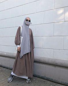 Niqab Fashion, Modest Fashion Hijab, Street Hijab Fashion, Casual Hijab Outfit, Hijab Chic, Fashion Outfits, Muslimah Clothing, Simple Hijab, Muslim Women Fashion