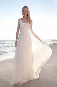 Rembo styling — Vintage — Esprit: Einfaches Chiffon-Kleid mit Empire-Taille gekrönt mit einer Strickjacke in Plumetis.