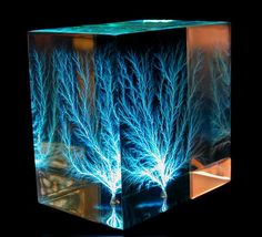 How to Make a Lichtenberg Figure in 4 Steps: This Lichtenberg figure was made by shooting a beam of electrons million volts) through an insulator. The pattern is illuminated by blue LEDs. holz beleuchtet How to Capture the Image of Lightning holz lampe Epoxy Resin Wood, Resin Art, Lichtenberg Figures, Resin Furniture, Fractal Patterns, Resin Table, Lightning Strikes, Resin Crafts, Three Dimensional