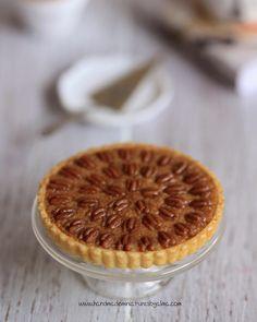 "588 Likes, 11 Comments - Alma (@almadejonge) on Instagram: ""Pecan tart #miniature #handmade #oneinchscale #fimo #polymerclay #dollhouse #poppenhuis #tart"""