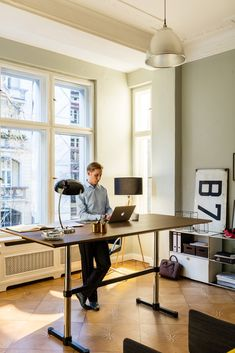 The boundaries between work and private life are becoming increasingly more fluid. Thanks to the cloud, work is no longer limited to the confines of an office. Even more important is the nature of the workplace. Good working conditions in terms of furnishings, ergonomics and acoustics create a...