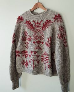Bouquet sweater - Bouquet sweater Ravelry: Project Gallery for Bouquet sweater pattern by Junko Okamoto Pullover Design, Handgestrickte Pullover, Sweater Design, Hand Knitted Sweaters, Sweater Knitting Patterns, Knit Patterns, Fair Isle Knitting, Hand Knitting, Knitting Machine