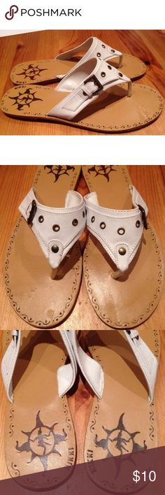🏝 NIKKI WHITE FLIP FLOP SANDALS Women's 10 SUPER CUTE! Excellent condition white buckled faux leather flip flop style sandals by NIKKI. Size women's 10. NIKKI Shoes Sandals