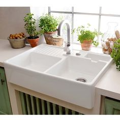 2 bowl ceramic kitchen sink BUTLER SINK Villeroy & Boch - set slightly above the worktop and forward of the front - this sink is quite wide ie more than unit White Ceramic Kitchen Sink, Kitchen Sink Design, Ceramic Sink, Freestanding Kitchen, Porcelain Sink, Butler Sink, Double Bowl Kitchen Sink, Kitchens And Bedrooms, White Sink