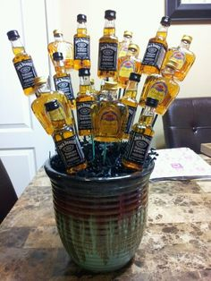 A Man Bouquet made out of little liquor bottles! Creative Gifts, Cool Gifts, Creative Ideas, Craft Gifts, Diy Gifts, Man Bouquet, Flowers For Men, Oui Oui, My Guy