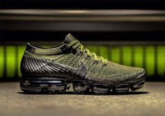 Nike Air VaporMax Cargo Khaki Release Date. This Nike Air VaporMax comes dressed in a mix of Midnight Fog, Cargo, Khai and Desert Moss for Summer Best Sneakers, Sneakers Fashion, Sneakers Nike, Work Sneakers, Summer Sneakers, Retro Sneakers, Black Sneakers, Shoe Sites, Nike Tennis