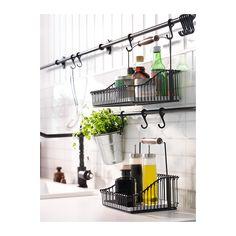 FINTORP Drahtkorb mit Griff IKEA Passt auf den Tisch und lässt sich mit den FINTORP Haken an die FINTORP Stange hängen.