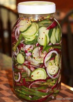 Refrigerator Cucumber Salad My favorite thing -- 4 thinly sliced cucumbers 1 large sliced red onions 1 large sliced green bell peppers 1 tablespoon salt 2 cup white vinegar 1 ½ cups sugar 1 teaspoon celery flakes 1 teaspoon red pepper flakes Veggie Recipes, Salad Recipes, Healthy Recipes, Cucumber Recipes, Pickled Cucumber Recipe Vinegar, Cucumber Onion Vinegar, Recipes For Cucumbers, Cucumber Canning, Home Canning