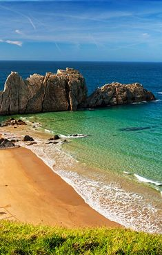 Emerald green waters turn to Royal blue of the shore- Playa de la Arnía, Cantabria, Spain. Beaches In The World, Places Around The World, Oh The Places You'll Go, Places To Travel, Places To Visit, Road Trip Pays Basque, Dream Vacations, Vacation Spots, Madrid