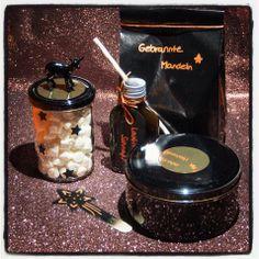Spekulatiustrüffel, Lakritz-Schnaps (Schwarze Sau!), gebrannte Mandeln und Mini Marshmallows für In den Kakao oder Kaffee