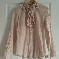 J CREW ruffled collar Top Sz 2 Tan and white J. Crew ruffled collar button down long sleeve shirt size 2, great condition from a smoke and pet free home.   Don't forget to bundle for discounts! J. Crew Tops Button Down Shirts