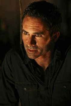 Nestor Carbonell-The guy who never ages-LOST