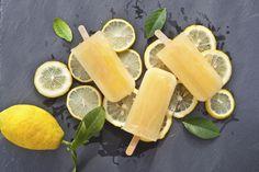 Halsont är inte roligt, men nu finns hjälpen här i form av en glasspinne med kamomillté, ingefära, honung och citron.