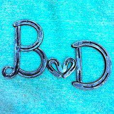 Horseshoe Name Decor Horseshoe Letters, Horseshoe Projects, Horseshoe Crafts, Horseshoe Art, Horseshoe Ideas, Cool Things To Build, Western Decor, Welding Projects, Wire Art