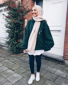 Discover ideas about modern hijab fashion Modest Fashion Hijab, Modern Hijab Fashion, Street Hijab Fashion, Casual Hijab Outfit, Hijab Fashion Inspiration, Muslim Fashion, Mode Inspiration, Look Fashion, Casual Outfits