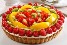 Was Monday tough with you? Relish this yummy Fruit Tart and gear up for a better Tuesday. Fresh Fruit Cake, Fruit Tart, Köstliche Desserts, Delicious Desserts, Yummy Food, Sweet Pie, Sweet Tarts, Tart Recipes, Sweet Recipes