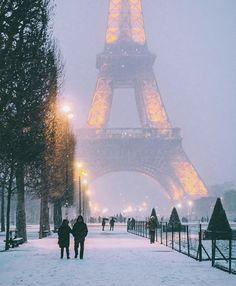 Cosy Cafe, Destinations, Destination Voyage, Paris Eiffel Tower, Travel Aesthetic, Paris Travel, Places To Travel, Paris Skyline, Beautiful Places