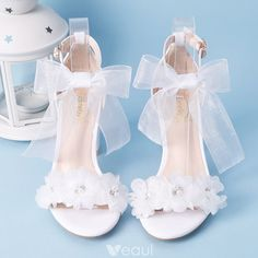 Elegant White Summer Wedding Shoes 2018 Lace-up Buckle Bow Pearl Rhinestone 7 cm Thick Heels Open / Peep Toe Wedding Heels, Marie's Wedding, Wedding Boots, Wedding Styles, Wedding Dresses, Summer Wedding, Floral Wedding, Wedding White, Trendy Wedding, Thick Heels