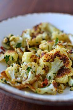 La Cuisine c'est simple: Simple comme du chou-fleur rôti au cumin, piment et amandes