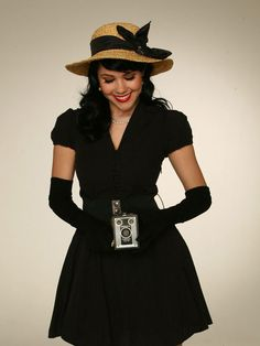Ooh love this look, black dress, straw hat topped of with a pinup makeup look x