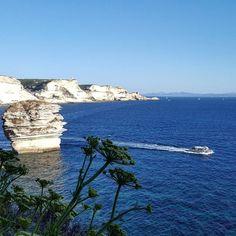 """Deep into the white...  Nel profondo bianco...  Uno dei panorami più spettacolari della Corsica: Bonifacio. L'unica parte di quest'isola che avevo visitato. La sola serata """"a terra"""" di una vacanza in barca. Quel bianco che poi diventa rosa e non si dimentica tanto da voler tornare a vederlo di nuovo."""
