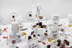 Candy fishing - Catering installation in Gallery Bunkier Sztuki, Krakau by Lina Meyer