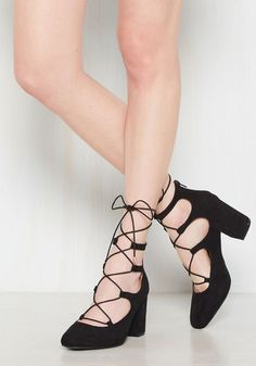 These bold black block heels make one team that knows how to work it! Now, imagine the square toes and gold-tipped ghillie laces of this faux-suede pair partnered with your stellar sense of style - talk about powerful panache!