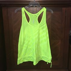 Old navy athletic shirt Loose fit size large gently used Old Navy Tops Tank Tops