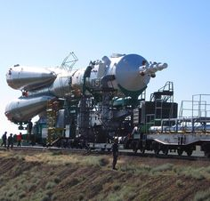 12 отметок «Нравится», 2 комментариев — @spacecraftpics в Instagram: «Soyuz TMA-15 being rolled out to Gagarin's Start for it's May 27, 2009 launch. This mission would…»