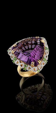 Master Exclusive Amethyst Jewelry - , Коллекция - Solo Yellow and White Gold Amethyst ct, Diamonds and Tsavorit Ring Purple Jewelry, Amethyst Jewelry, I Love Jewelry, Bling Jewelry, Jewelry Box, Jewelry Rings, Jewelry Accessories, Jewelry Design, Diamond Jewelry