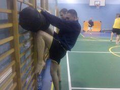 ćwiczenie kopnięć kolanami  ( hiza geri)