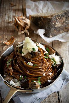 Spaghetti al castelmagno Gourmet Recipes, Pasta Recipes, Vegetarian Recipes, Xmas Food, Spaghetti, Creative Food, Food Plating, Soul Food, Cooking Time