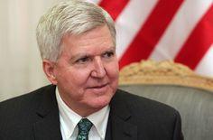 СНП НАШИ обавештава јавност да је Амбасада САД у Србији, по доласку новог амбасадора Кајла Скота започела жестоку антируску кампању.