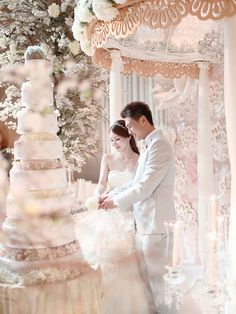 Luxurious multi-tiered wedding cake | Daniel and Celene's Fairytale Wedding at Capella Singapore