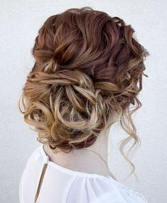 Curls are classics for any girls' hairstyle, they always look feminine and gorgeous, whatever length you have and whatever hairstyle you choose. Long curls ... Party Hairstyles For Girls, Grad Hairstyles, Fancy Hairstyles, Wedding Hairstyles, Bridal Hairstyle, Birthday Hairstyles, Hair Styles 2016, Medium Hair Styles, Curly Hair Styles