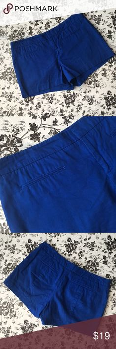 Gap royal blue cotton shorts 🌀💙💎 Gap shorts  Royal blue  100% cotton  Size 10   🚭 Comes from a smoke-free home  🍀 No rips, tears, or stains 🦋 Excellent used condition GAP Shorts