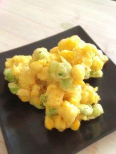 「トウモロコシと枝豆のかき揚げ」天ぷら粉を使って簡単に。カラッと揚げたかき揚げ、サクッと噛むとプチッと新鮮なトウモロコシと枝豆の粒が弾けて、口の中に楽しい食感と美味しさが広がります。【楽天レシピ】