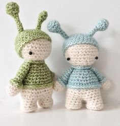 Two crocheted elfs. Pattern in Danish language